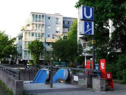 Möblierte, neuwertige 2,5-Zimmer-Wohnung mit Balkon und Einbauküche in Schwabing, München
