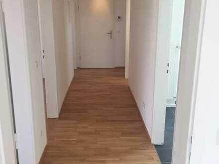 Exklusiv sanierte 4 Zimmer Wohnung inkl. Balkon und Küche
