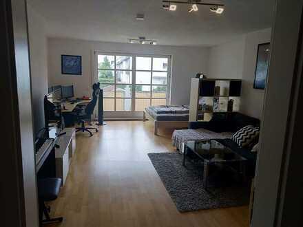 Geschmackvolle und geräumige Wohnung mit einem Zimmer sowie Balkon und Einbauküche in Karlsfeld