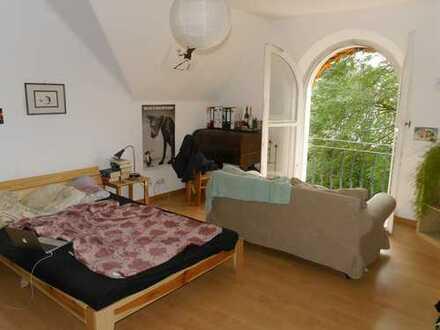 *Dachgeschoss-Wohnung in schönem Altbau der Bonner Südstadt*