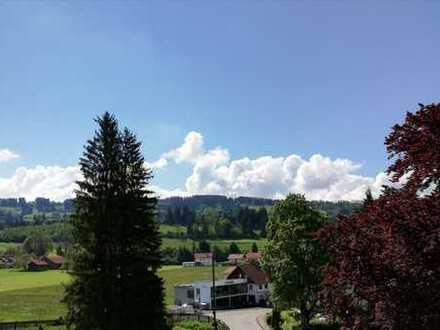 Erstbezug: schöne 3-Zimmer-Penthouse-Wohnung mit Balkon in Sulzberg