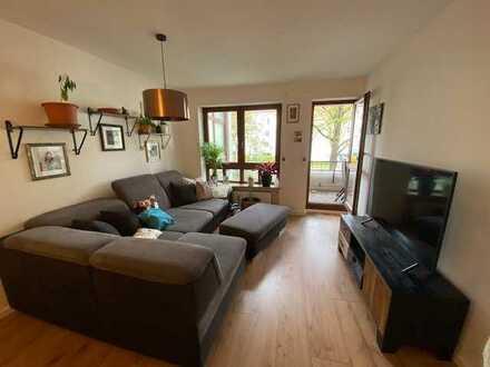 Stilvolle, neuwertige 2-Zimmer-Wohnung mit Balkon und Einbauküche in Augsburg