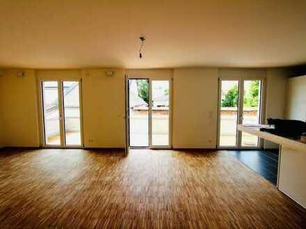 Exklusive, geräumige 2-Zimmer-Wohnung mit Dachterasse und Einbauküche in Dachau