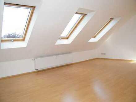 2 Raum DG-Mais.; Bad mit Fenster, Helle Räume!!!