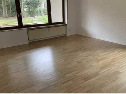 Sanierte Wohnung mit fünf Zimmern sowie Balkon und Einbauküche in Ulm