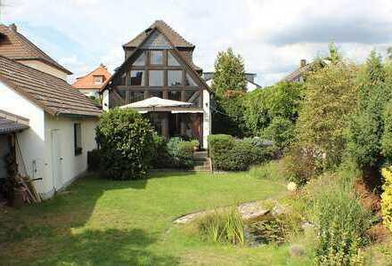 ***Ein extravagantes Wohnhaus mit Garten, Pool und großer Garage***
