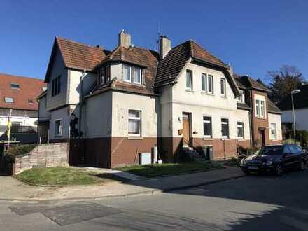 MfH mit Haus in Haus Charakter, großem Grundstück und der Möglichkeit einer teilweisen Eigennutzung!
