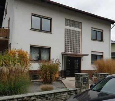 Erstbezug nach Sanierung: freundliche 3-Zimmer-Wohnung mit Balkon in Schöneck