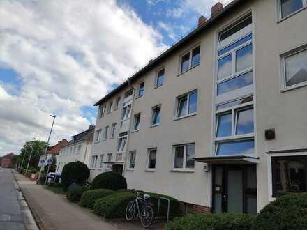 Gepflegte Wohnung mit drei Zimmern sowie Balkon und Einbauküche in Seelze
