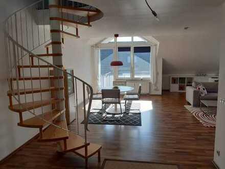 Ansprechende, helle 3,5-Zimmer-Maisonette-Wohnung mit Balkon und Einbauküche in Filderstadt