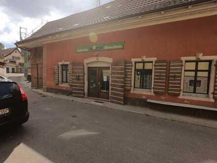 Historisches Eckhaus - ehemaliger Blumenladen mit Ausbaupotential im Ortskern von Eichstetten