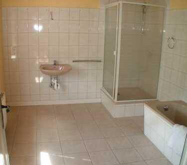 Crimmitschau,2-Zimmer-Whg.,Wanne UND Dusche, über Crimmitschaus Dächern