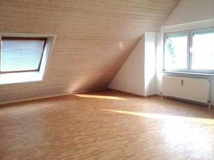 Sonnige, zentrale 4-Zimmer DG Wohnung im Grünen