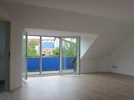 Erstbezug nach Sanierung - Helle Wohnung mit zwei Balkonen in guter Lage