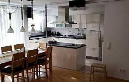 Wunderschöne, helle 4-Zimmerwohnung mit Südbalkon im City Park (teilmöbliert)