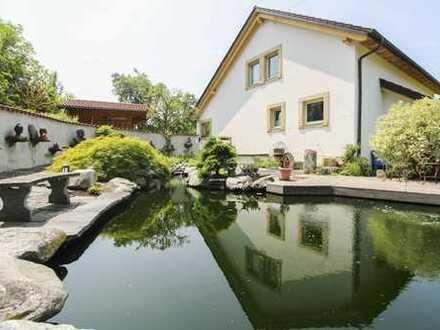 Urlaub zu Hause! Neuwertiges Luxus-ZFH mit Traumgarten und bester Aussicht in idyllischer Lage