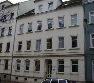 Sonnige 2,5 Zimmer mit Laminat und Balkon