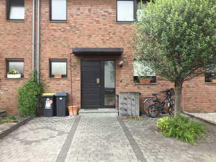 Schönes Haus mit fünf Zimmern in Köln, Worringen