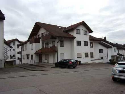 Helle 4-Zimmer-OG-Wohnung mit Einbauküche, 2 Balkonen, TG- und Außenstellplatz