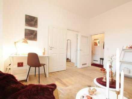 Traumhafte, hochwertig renovierte 2-Zimmer-Altbauwohnung, zentral gelegen