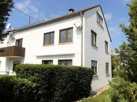 Großes Doppelhaus als Mehrfamilienhaus oder Einfamilienhaus nutzbar! Schöne Feldrandlage mit Garten!