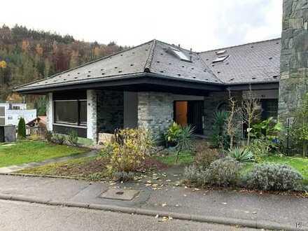 Schöne 6 Zimmer-Wohnung ( wie Doppelhaushälfte) mit Terrasse und Balkon in ruhiger Lage