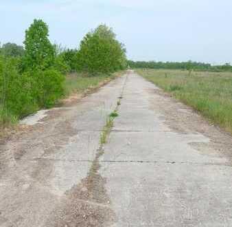 Großzügige Freifläche in Karow für Lagerung und Logistik mit guter Verkehrsanbindung