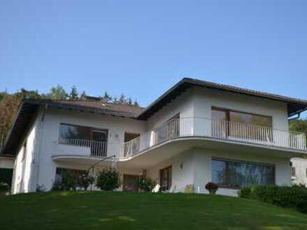 Großzügige 5 Zimmer-Wohnung mit EBK im 2 Familienhaus in Kelkheim-Fischbach