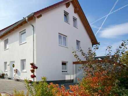 Luxuriöse Doppelhaushälfte mit 147m² für die große Familie