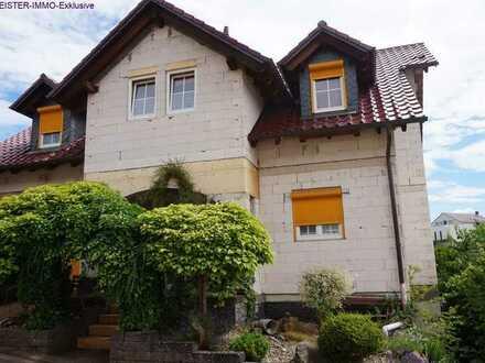 Ein großzügiges Haus mit großer Einliegerwohnung in schöner Feldrandlage