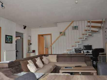 Helle 3-Zi.-Maisonette-Wohnung - 2 Balkone - TG-Stellplatz