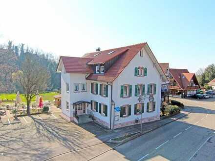 Sasbachwalden: 2,5 Zimmerwohnung mit historischer Wandmalerei im Erdgeschoss