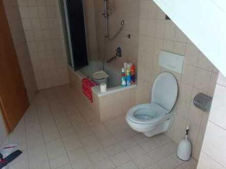 Gepflegte 4-Zimmer-DG-Wohnung mit EBK in Gersthofen