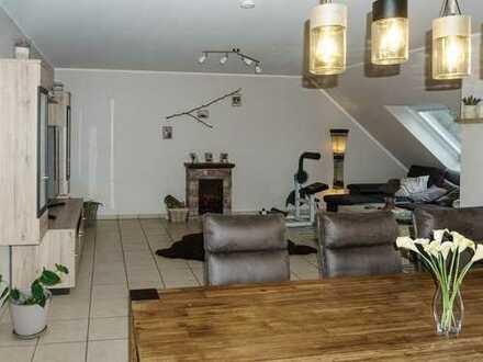 Für Paare: Großzügige 3-Zimmer-Wohnung mit EBK, Südbalkon und FB-Heizung