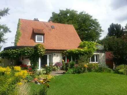Schönes Haus mit fünf Zimmern in Augsburg, Haunstetten