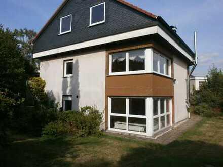 *** Großzügige 2-3-Familienhaus in HEEDFELD ! *** 448 m² ideal als Mehrgenerationenhaus!