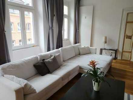 Exklusive, großes, lichtdurchflutet geräumige (168 qm) 4/5-Zimmer-Wohnung mit Balkon und EBK
