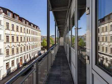 ab Juni: großer Wohnraum | EBK neu | Bad mit Wanne & Dusche | HWR | Parkett | Balkon