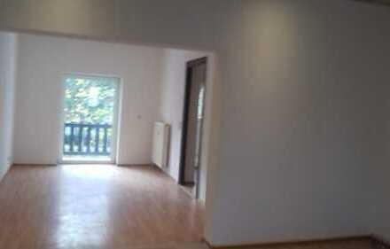 Vollständig renovierte 3-Zimmer-Wohnung mit Balkon in Rathenow
