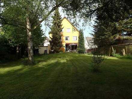Grosse Wohnung mit Terrasse und Garten auf angrenzendem Grundstück und