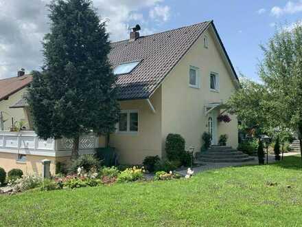 Vielfältige Immobilie! Ein-/Zweifamilienhaus in Bernhardswald mit potentiellen Bauplatz im Garten