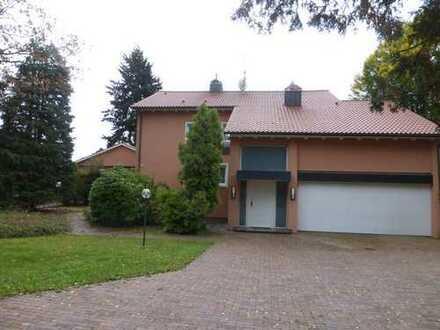 Wohnhaus in bevorzugter Lage mit zehn Zimmern und Einbauküche in Fürth