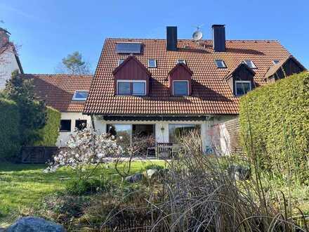 Charmante Doppelhaushälfte, Garten mit Teich, EBK, Kamin, Sauna und Whirlpool, S-Bahn S2