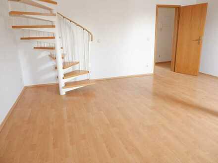 Wohnen über 2 Etagen- Bad mit Fenster + Wanne/Dusche u.v.m. !