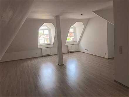 Attraktive Dachgeschosswohnung im Zentrum Edenkobens