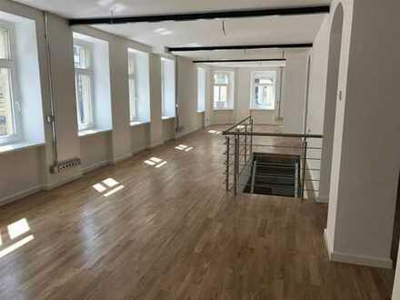 Erstbezug Büro / Praxis mit ca.180 m² nach Sanierung!