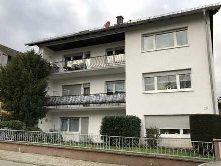 Erstbezug nach Sanierung mit EBK: helle 3-Zimmer-DG-Wohnung im Odenwaldkreis