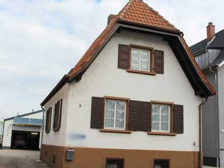 Rülzheim: Einfamilienhaus mit Aussenstellplatz