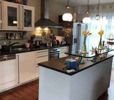 Stilvolle 3-Zimmer-Dachgeschosswohnung mit 2 Dachterrassen und Einbauküche in Bonn