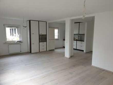Erstbezug nach Sanierung: schöne 3-Zimmer-Wohnung mit EBK, Terrasse und eigenem Garten